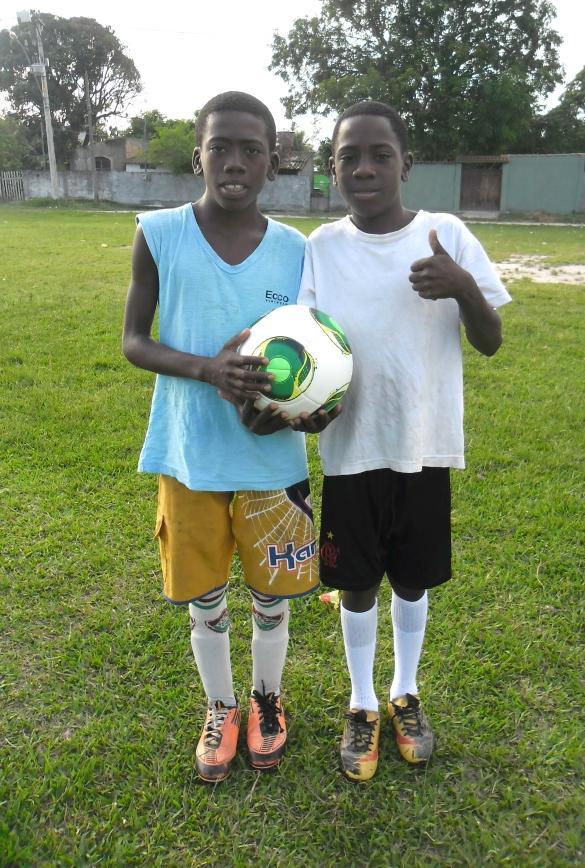 Fotos Alisson e Arlon com a bola Cafusa, a bola do Copa do Mundo!