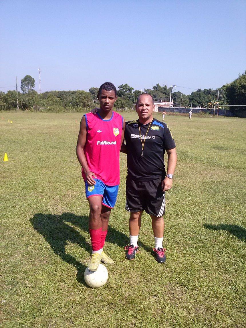 Atleta João Marcos revelação do Projeto Brasileirinho começando a sua carreira futebolística, são três de trabalho e luta, Deus lhe abençoe!