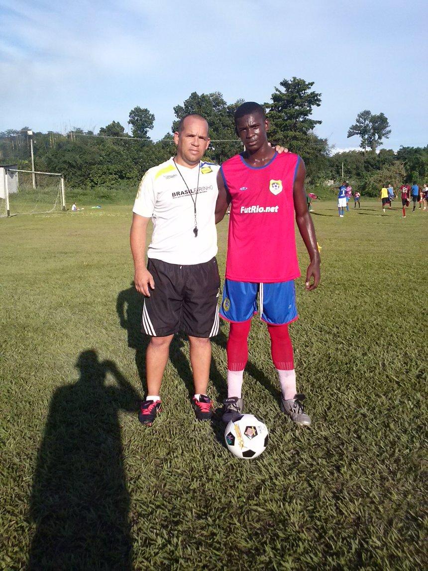 Atleta Pablo outra revelação do Projeto Brasileirinho que está tendo uma oportunidade no Duque Caxiense de seguir uma carreira no futebol.