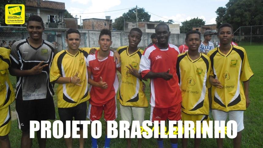 Newerton do Paraná com os atletas d