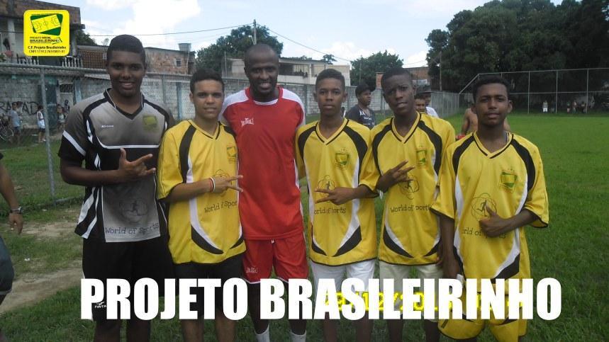 Reinaldo jogador do Parana Clube com os jovens taletos Lucas Sales, Herison e Pedro da World of Sports